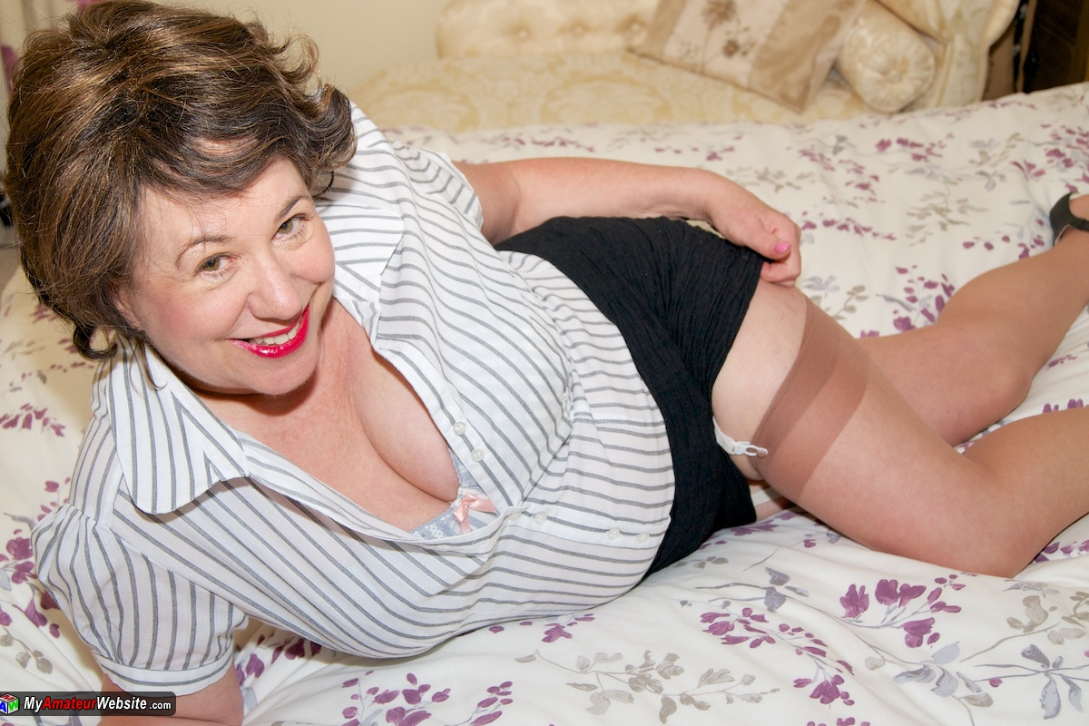 AuntieTrisha - Bedroom Strip