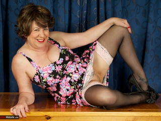 AuntieTrisha - Lounge Strip