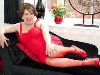 AuntieTrisha - Red Dress