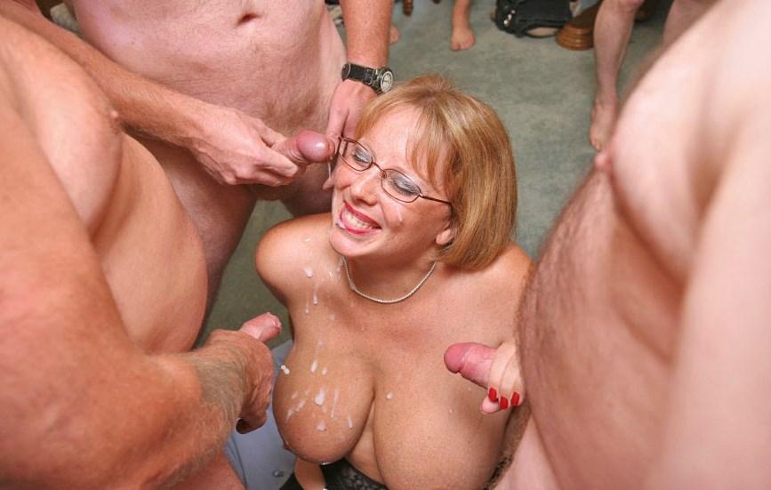 clitoris in female
