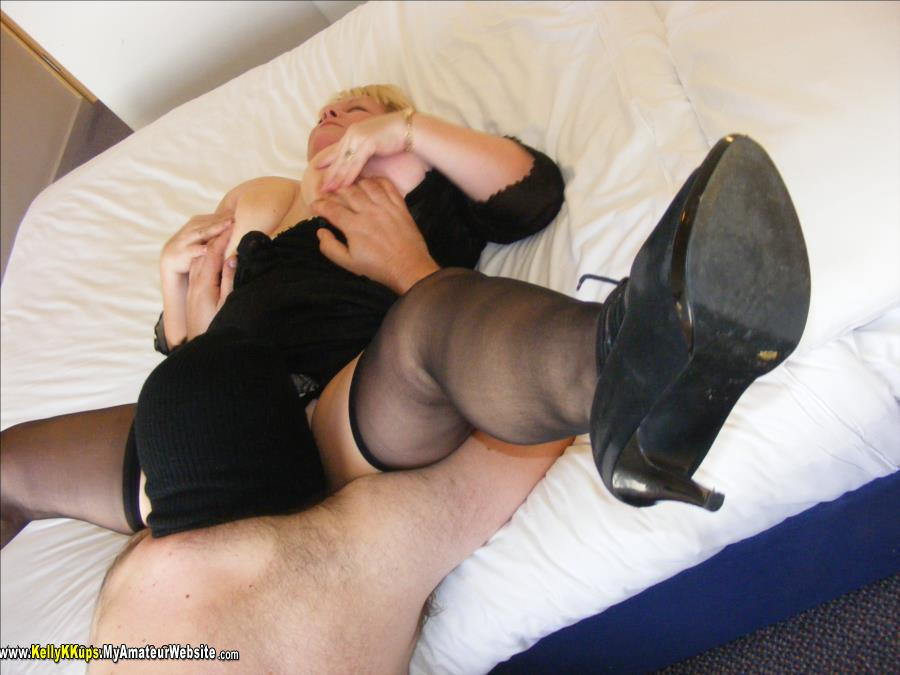 KellyKKups - Slave Sucks His First Cock