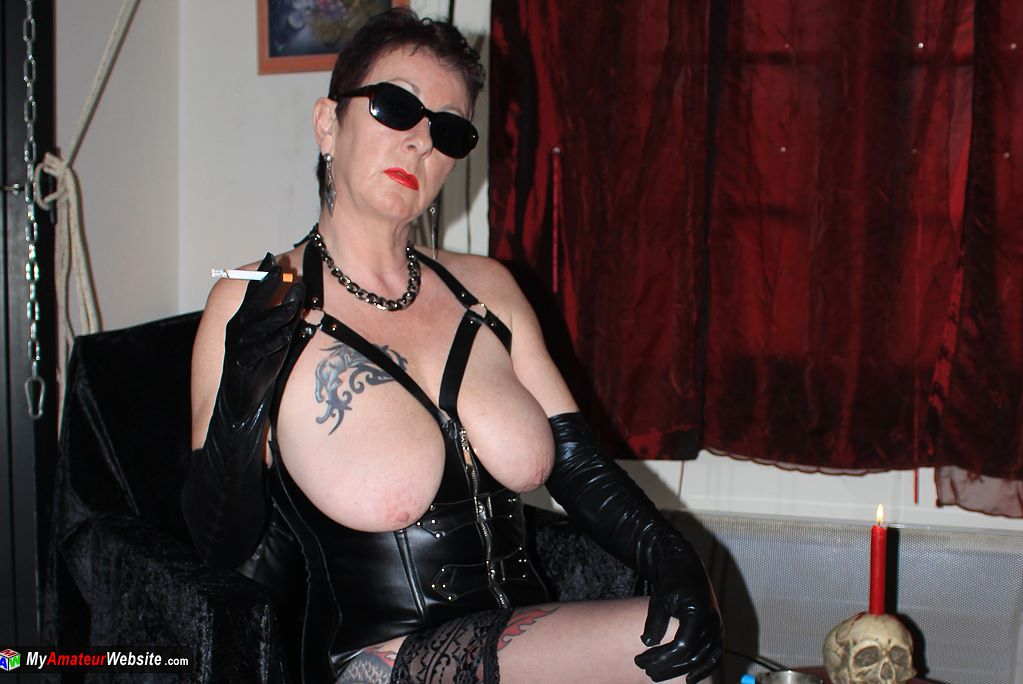 LadyBitchMary - My new black corset