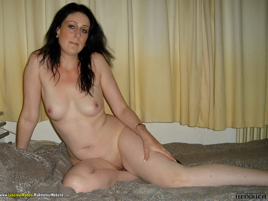 nude Amateur housewife