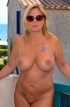 Totally nude amateur milf