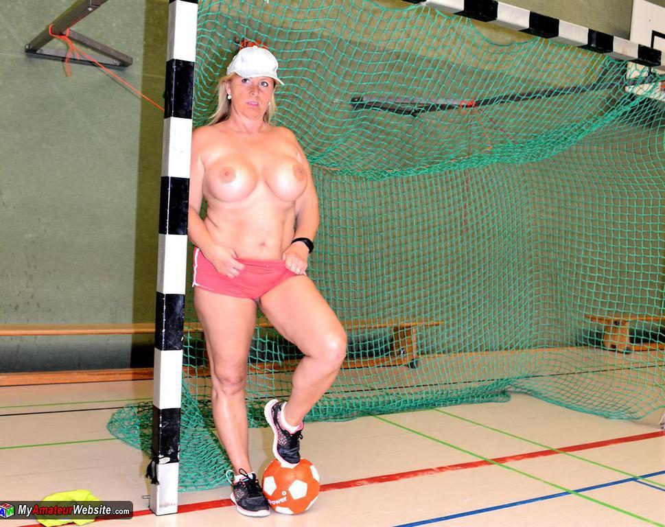 NudeChrissy - Naked Sports