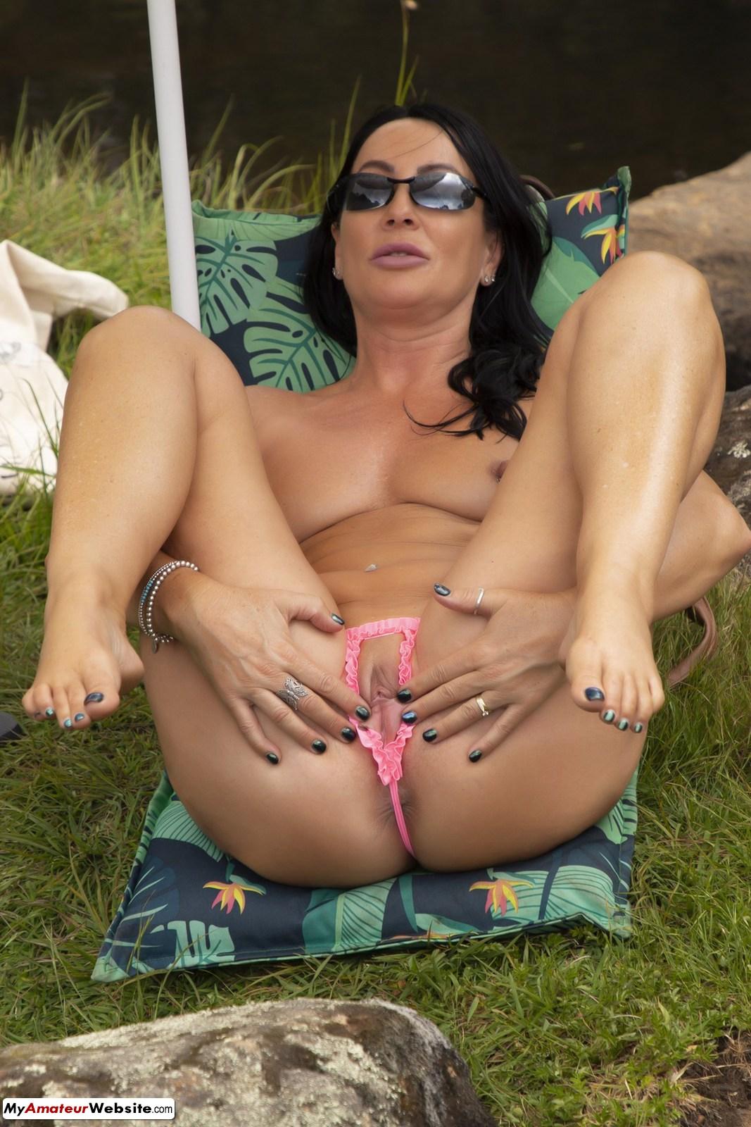 Roxeanne - Peekaboo Bikini