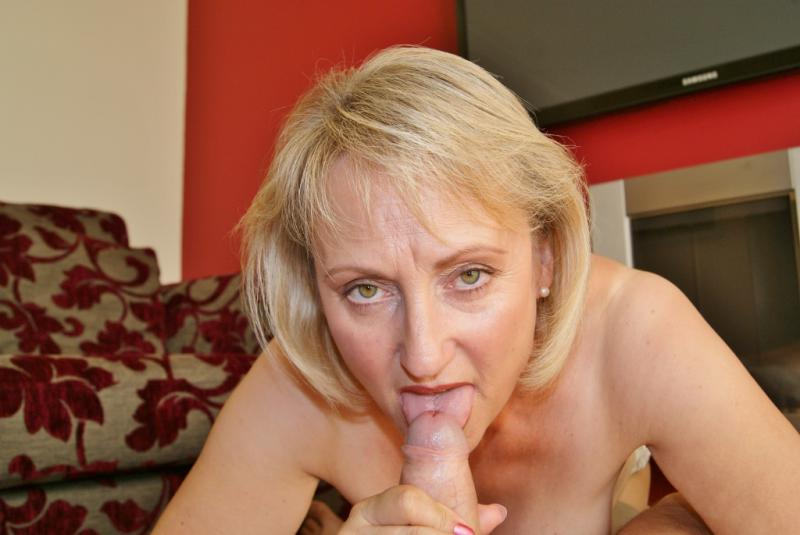 Naughty british mature mom playing with her hairy pussy 5