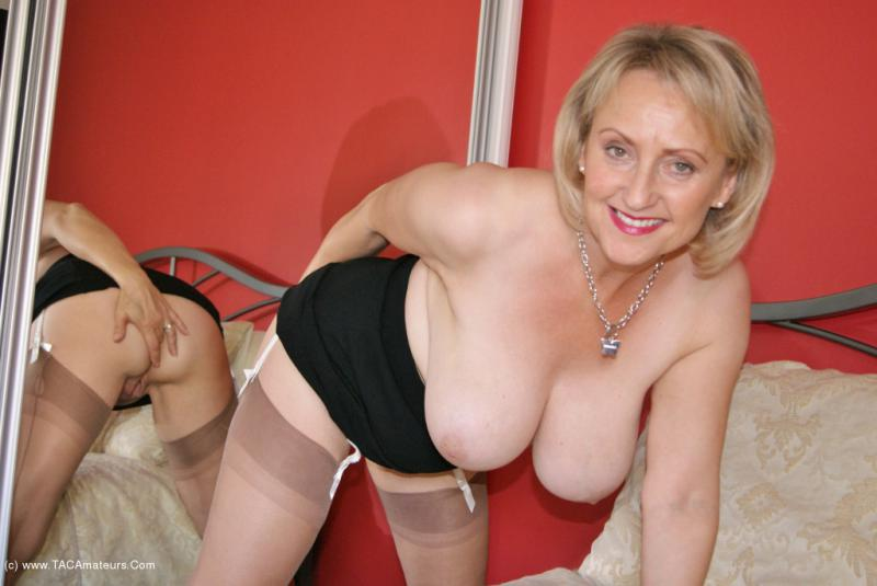 Real british mature milf with natural tits the hairy lady blog