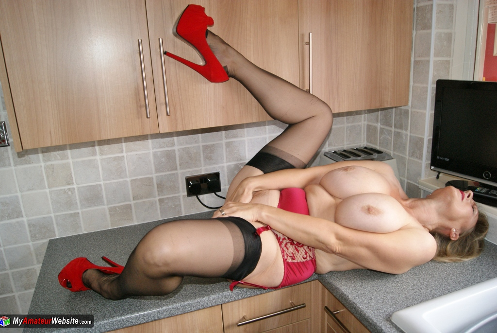 Sugarbabe - In The Kitchen