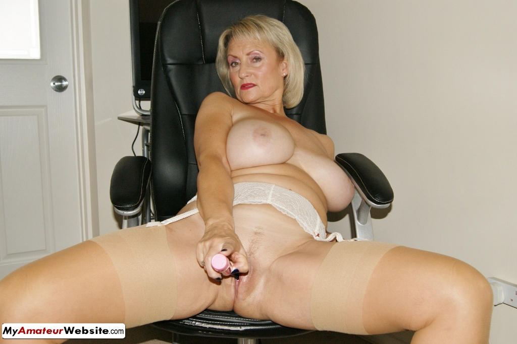 Sugarbabe - The Magic Wand Performs On My Cunt