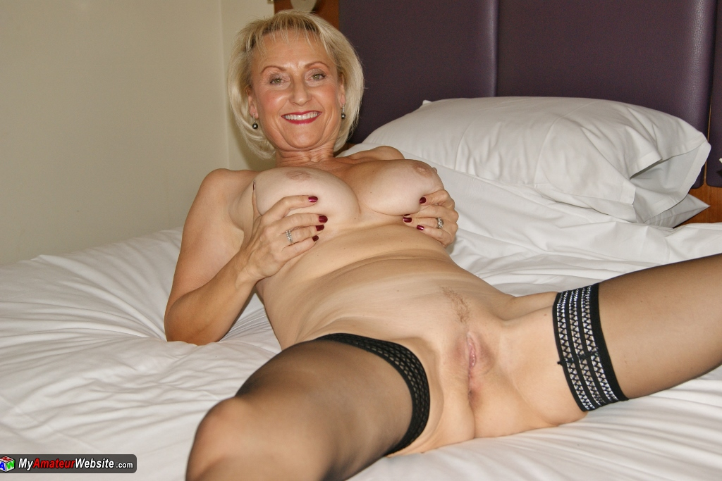 Angie everhart lesbian kiss