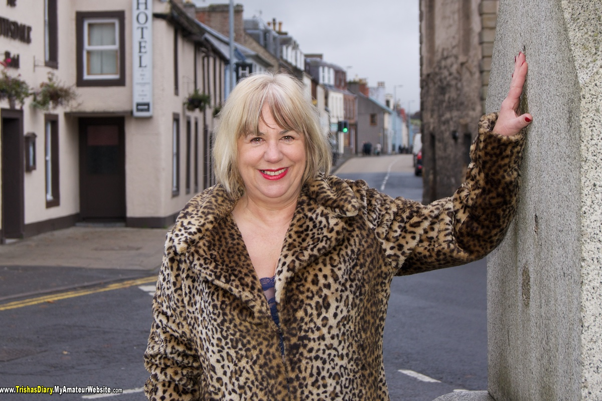 TrishasDiary - Flashing in Sanquhar