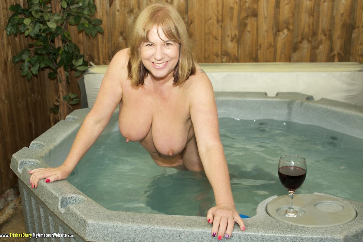 TrishasDiary - Hot Tub