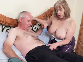 Amateur Decorator Toying Her Pussy