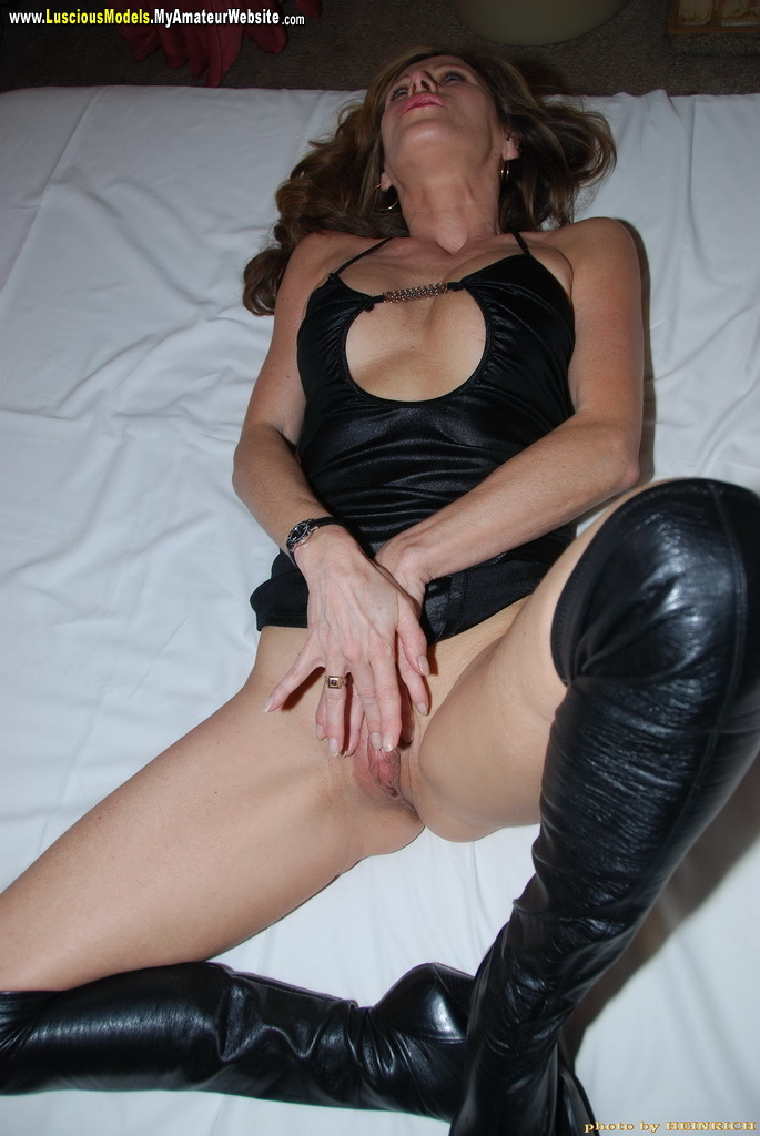 Cheeky girl knows how to suck a mean cock - 1 part 5