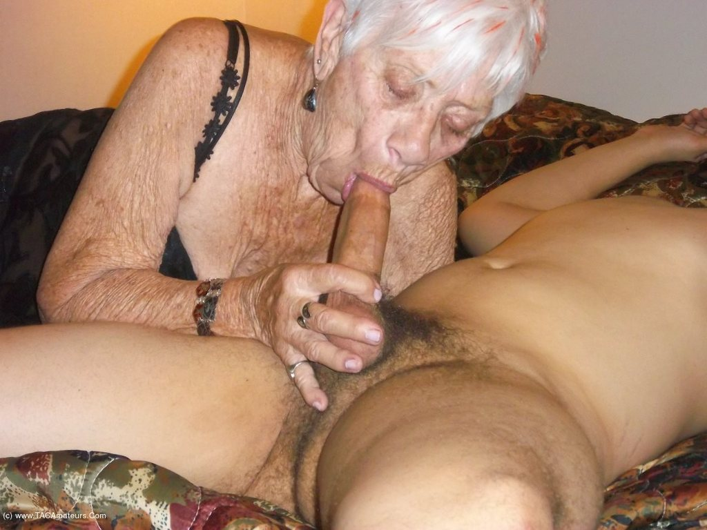 70 Year Old Granny Porn 70 year old woman porn   free hot nude porn pic gallery