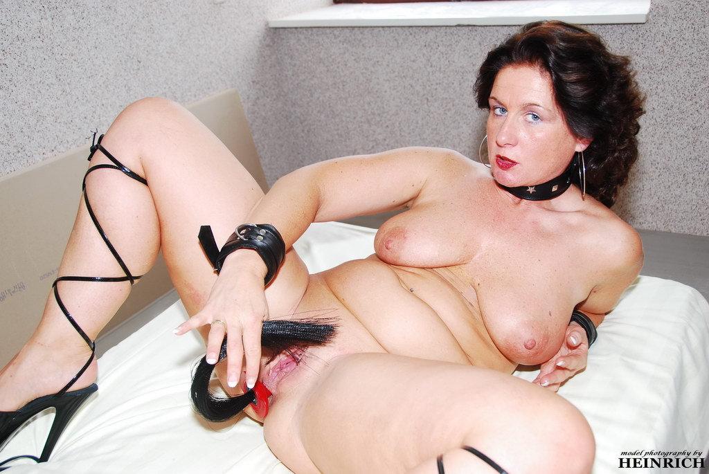 Manuela, Mature Slut 4-3-4283