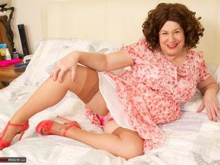 AuntieTrisha - Pink Dress