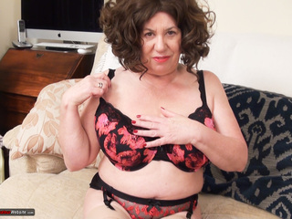 AuntieTrisha - Playing in the lounge