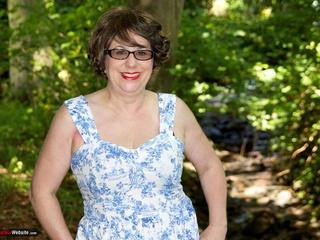 AuntieTrisha - Out & About Flashing