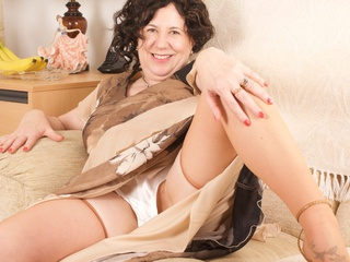 AuntieTrisha - Stripping in the Lounge Gallery