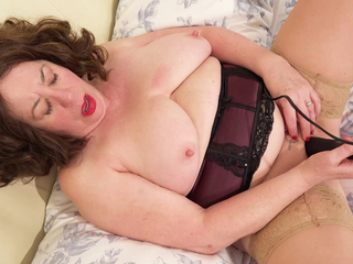 AuntieTrisha - New Vibrating Wand Pt 2 HD Video