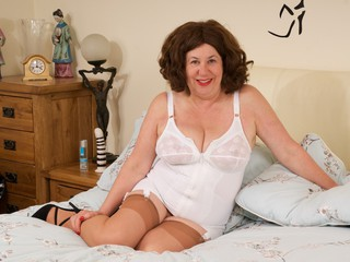 AuntieTrisha - White Retro Basque Gallery