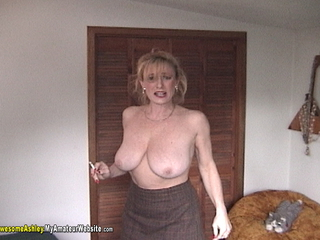 AwesomeAshley - Smoking BJ Pt 1 Video
