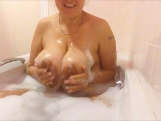 DeniseDavies - Bathtime fun pt 1 HD Video