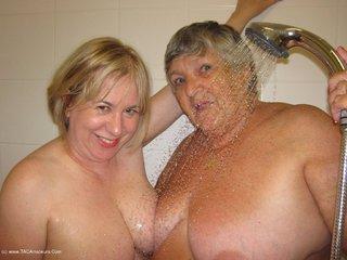GrandmaLibby - Lesbo Shower