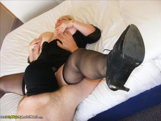 KellyKKups - Slave Sucks His First Cock