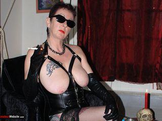LadyBitchMary - My new black corset