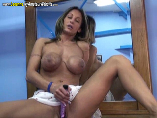 Leeanne - Toying my pussy on the dresser Video