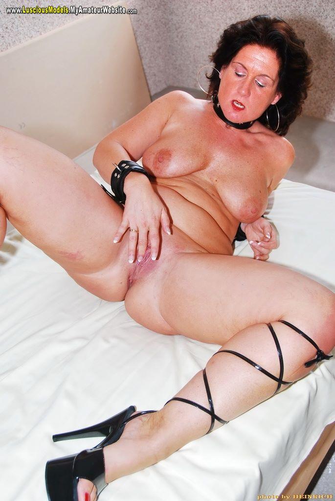 Girl lick who-9368