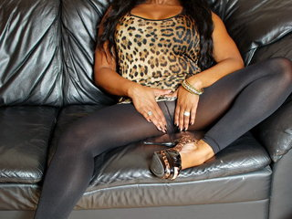 LusciousModels - Yaz Holland, ebony pantyhose (1-5) Gallery