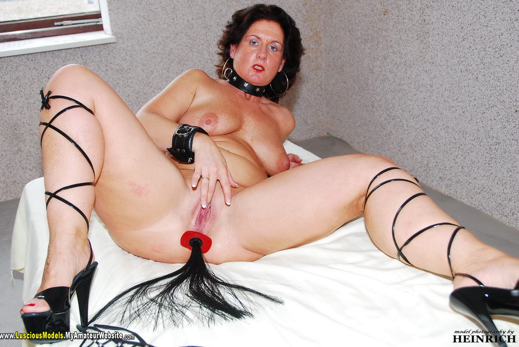 Hot milf fingers herself-8551