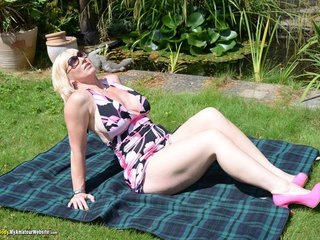Melody - Sunbathing Pt1 Gallery