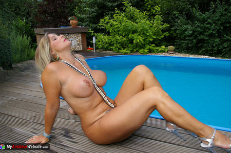 NudeChrissy - Arse & Tits At My Pool Gallery