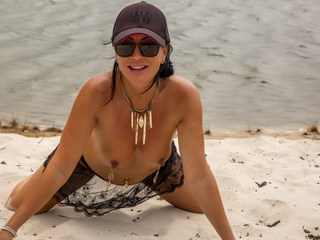 Roxeanne - Naked pussy play on the beach