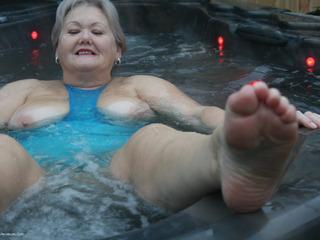 Valgasmic - Wet In The Tub